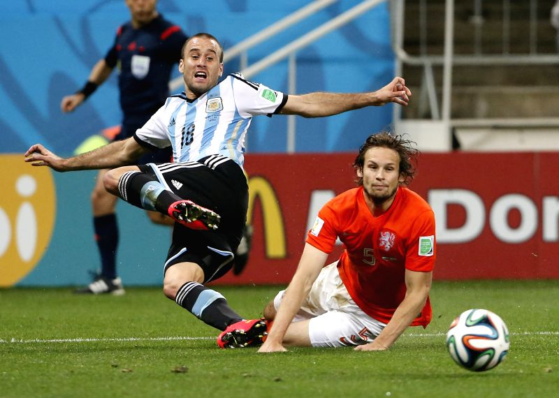 Argentina's Rodrigo Palacio (L) vies with Netherlands' Daley Blind during a semifinal match between Netherlands and Argentina of 2014 FIFA World Cup at the Arena ..