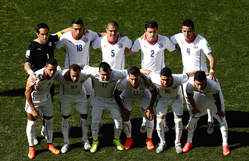 Chile's national team players pose for a group photo before a Group B match between Netherlands and Chile of 2014 FIFA World Cup at the Arena de Sao Paulo Stadium
