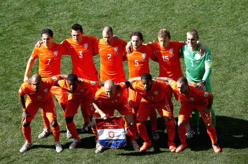 Netherlands' national team players pose for a group photo before a Group B match between Netherlands and Chile of 2014 FIFA World Cup at the Arena de Sao Paulo ...