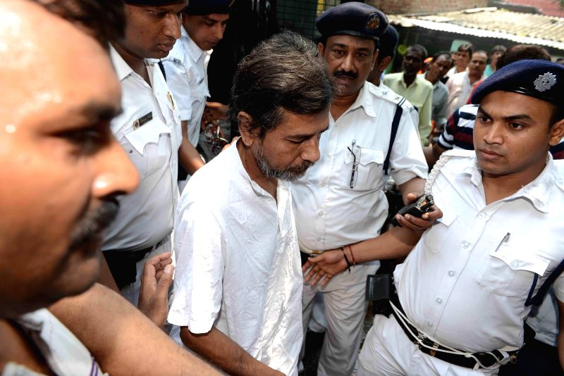 Saradha chief Sudipto Sen produced at the Alipur Court in connection with Saradha group case in Kolkata on June 16, 2014.