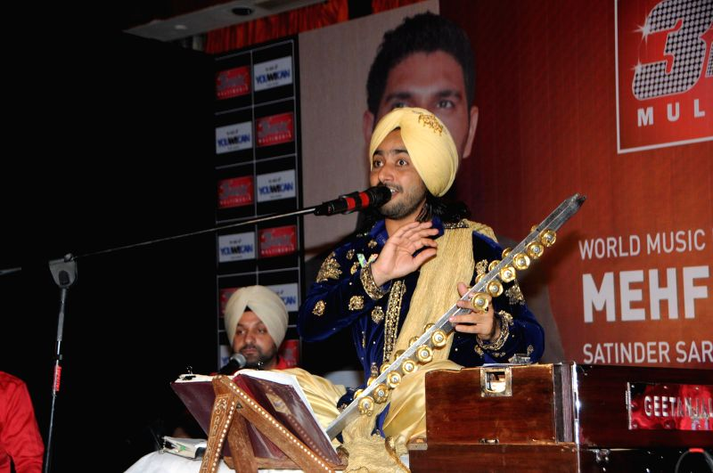 Satinder Sartaj Performing at Satinder Sartaj's `Mehefil-e-Sartaaj` live concert at Hotel Novotel in Juhu, Mumbai on Saturday, June 21, 2014.
