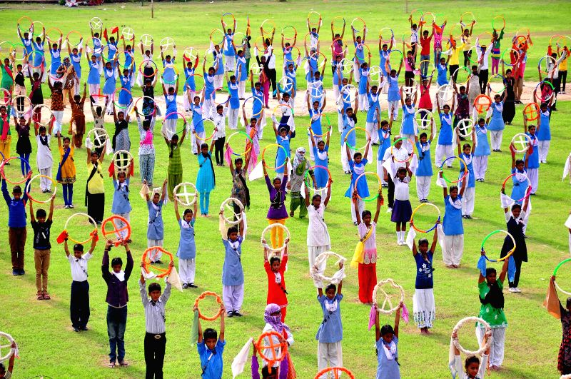 School students participate in final Independence Day rehearsals at Chogan stadium in Jaipur on Aug 13, 2014.