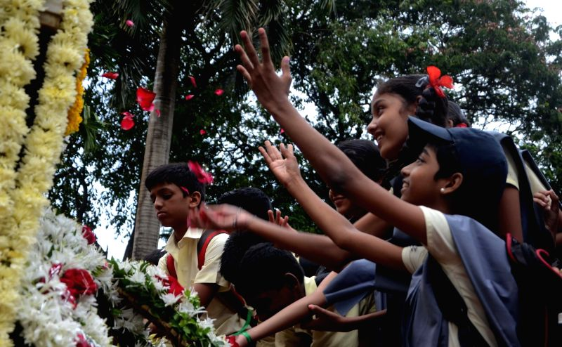 School students pay tribute on the occassion of Quit India Movement anniversary at August Kranti Maidan in Mumbai on Aug 9, 2016.