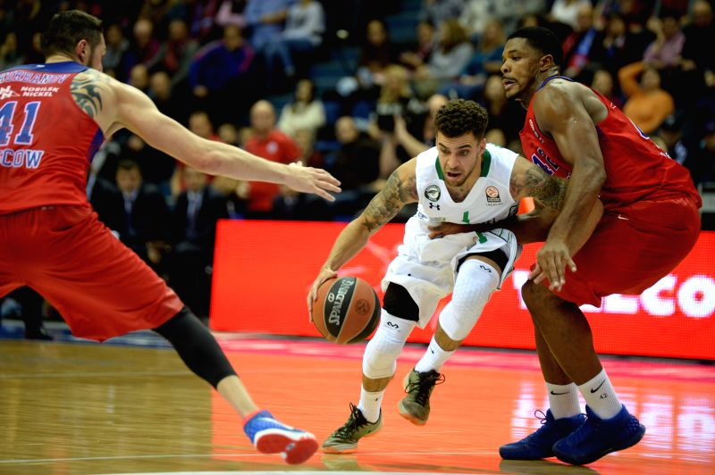 Scottie Wilbekin (C) of Darussafaka Dogus Istanbul runs with the ball during the Euroleague basketball match between Russia's CSKA Moscow and Turkey's Darussafaka ...
