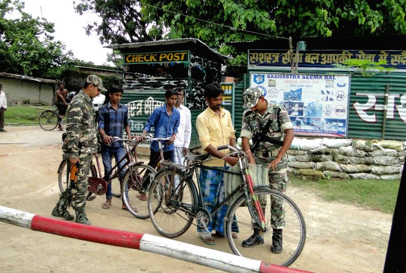 Security beefed up ahead of Independence Day near Indo-Nepal border in Kishanganj district of Bihar on Aug 10, 2016.