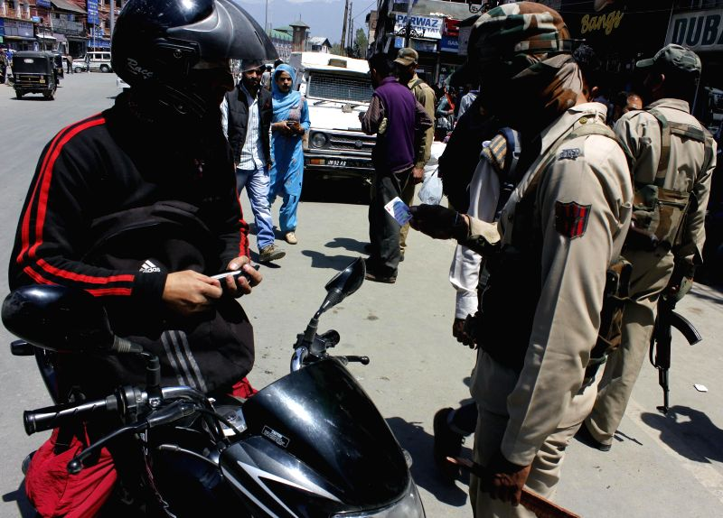 Security beefed-up in Srinagar ahead of the 7th phase of 2014 Lok Sabha Polls, on April 28, 2014.