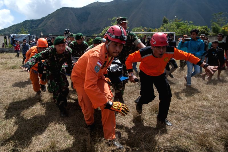SEMBALUN, July 31, 2018 - Rescuers carry a climber's body evacuated from Mount Rinjani volcano in East Lombok, Indonesia, July 31, 2018. At least 543 tourists have been rescued from a mountain in ...