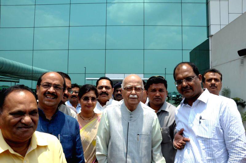 Senior BJP leader Lal Krishna Advani arrives at Birsa Munda Airport in Ranchi, Jharkhand on June 17, 2014. - Lal Krishna Advani