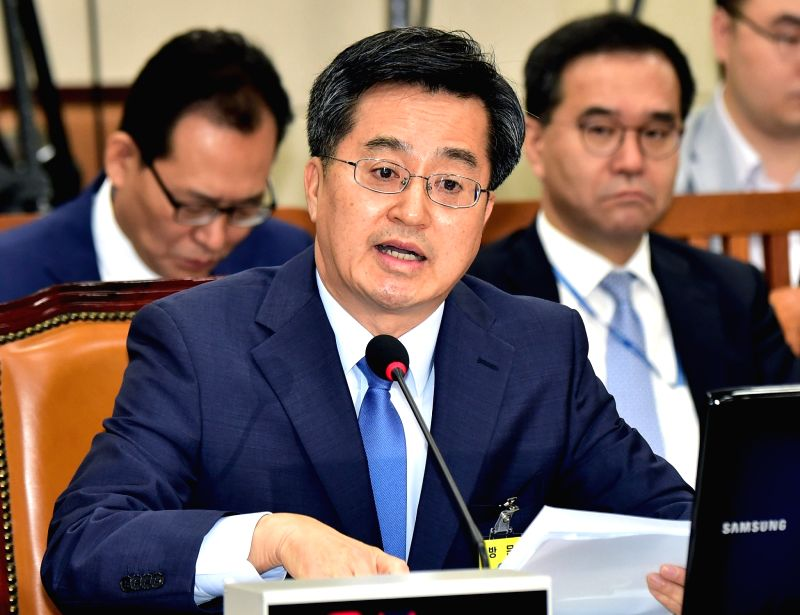SEOUL, June 7, 2017 - Kim Dong-yeon, nominee of South Korean finance minister who doubles as deputy prime minister, speaks in the parliamentary confirmation hearing for his nomination at the National ...
