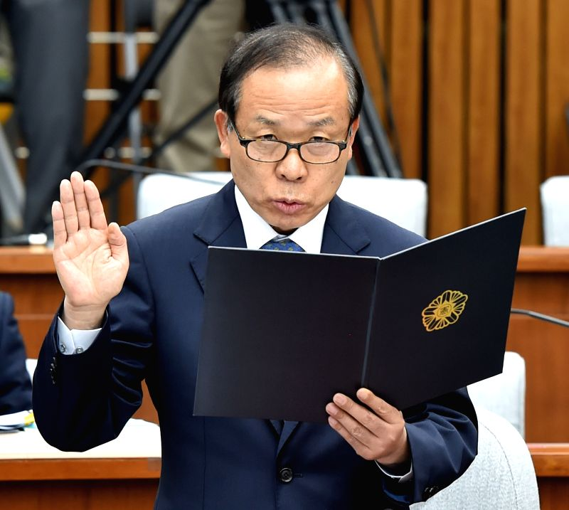 SEOUL, June 7, 2017 - Kim Yi-su, the nominee for President of the Constitutional Court, takes an oath in the parliamentary confirmation hearing for his nomination at the National Assembly in Seoul, ...