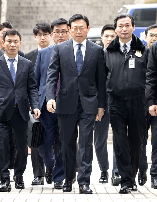 SEOUL, March 20, 2017 - Lotte Group Chairman Shin Dong-bin (C) arrives to attend his trial at the Seoul Central District Court in Seoul, South Korea, on March 20, 2017. (Xinhua/Lee Sang-ho)