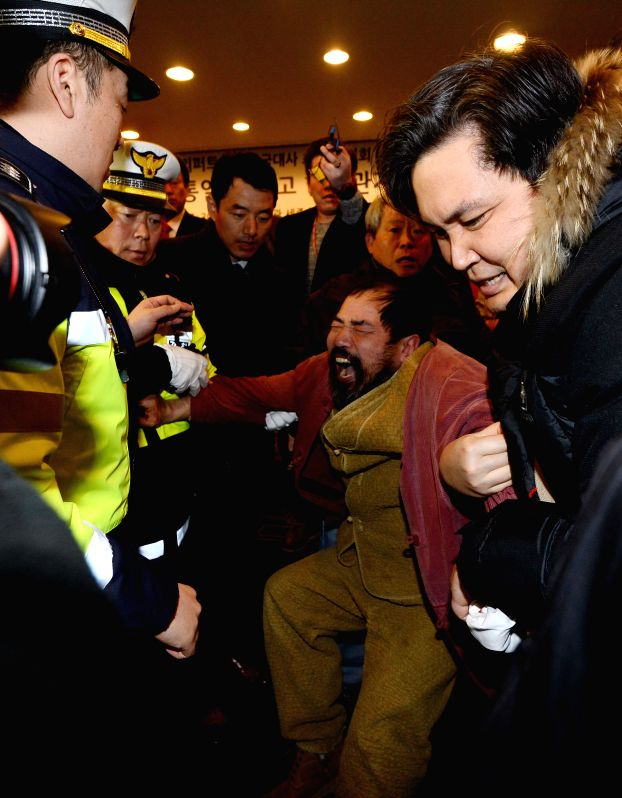 Police detain a man who attacked U.S. Ambassador to South Korea Mark Lippert in Seoul, South Korea, March 5, 2015. U.S. Ambassador to South Korea Mark Lippert was ...