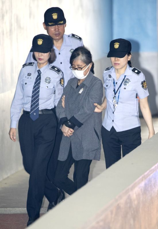 SEOUL, May 29, 2017 - Choi Soon-sil (C, front), Park Geun-hye's longtime confidante, arrives for a trial at the Seoul Central District Court in Seoul, South Korea, on May 29, 2017. (Xinhua/Lee ...