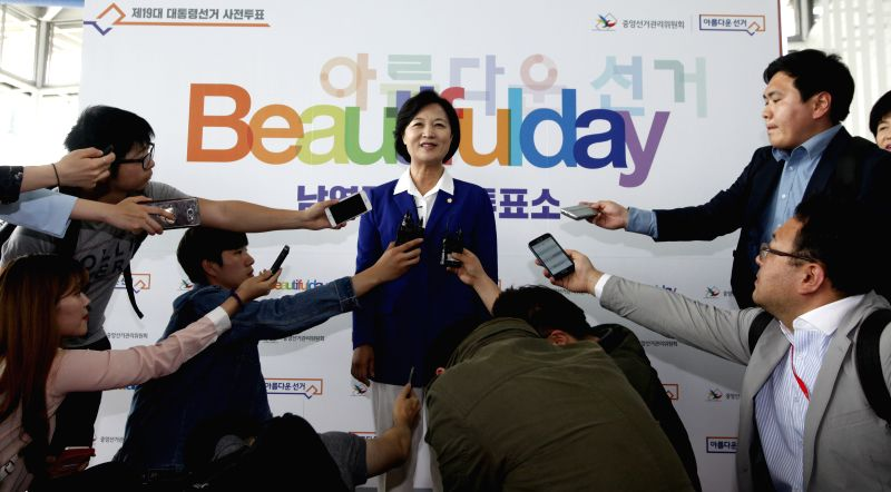 SEOUL, May 4, 2017 - Choo Mi-ae, chairwoman of the biggest opposition Minjoo Party, speaks to the media at Seoul station, South Korea, on May 4, 2017.