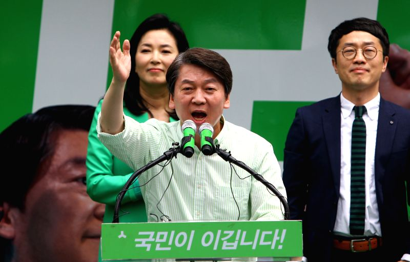SEOUL, May 8, 2017 - Ahn Cheol-soo, presidential candidate of South Korea's centrist People's Party, speaks during an election campaign in Seoul, South Korea, on May 8, 2017. South Korea is set to ...