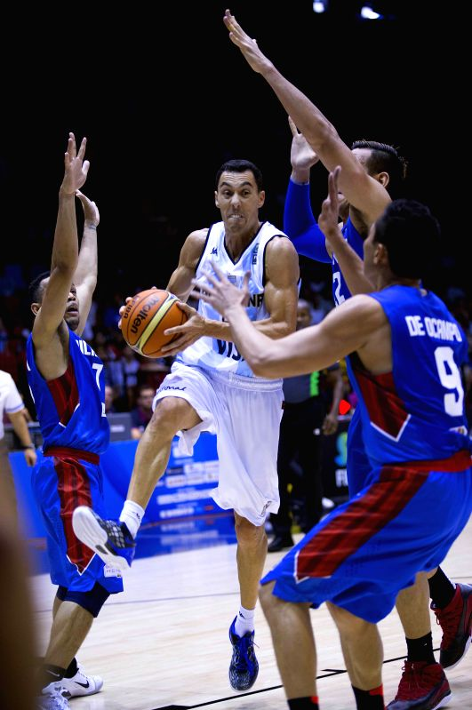 Argentina's Pablo Prigioni (2nd L) controls the ball during the Group B match against the Philippines at the 2014 FIBA Basketball World Cup, in Seville, Spain, on ..
