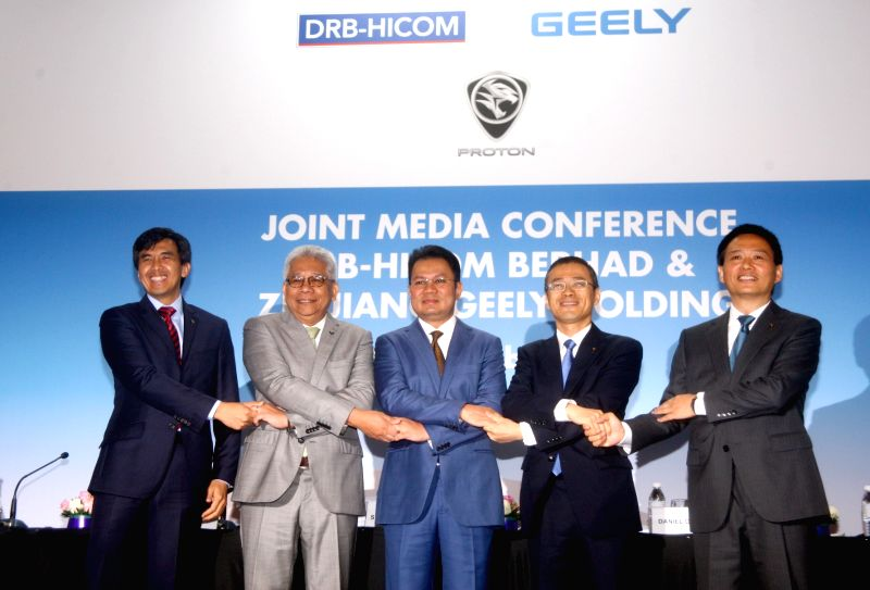 SHAH ALAM, Sept. 29, 2017 - Li Chunrong (1st R) poses for photos with other attendees during a press conference in Shah Alam, Malaysia, Sept. 29, 2017. Chinese auto veteran Li Chunrong was announced ...
