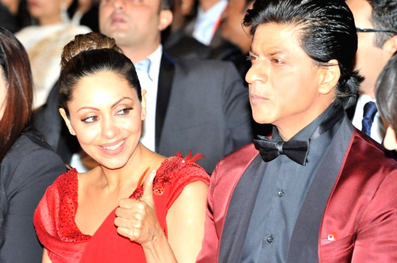 Shah Rukh and Gauri Khan at Times of India Film Awards Ceremony in Vancouver.