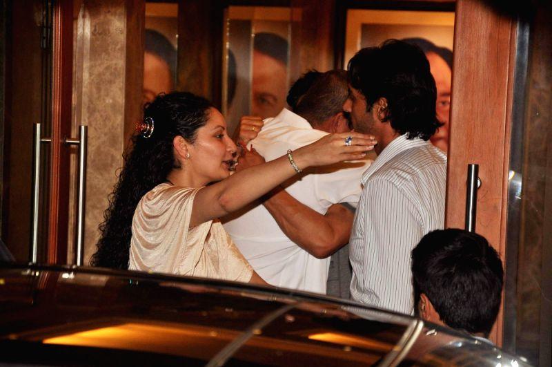 Photos :: Celebs at Sanjay Dutt s house