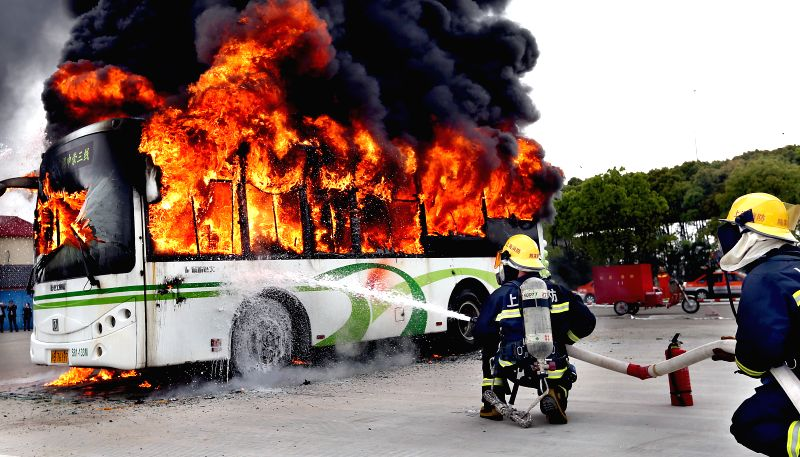 SHANGHAI, April 21, 2017 - Firemen extinguish the flames on a bus during a fire drill in Shanghai, east China, April 21, 2017.  (Xinhua/Fan Jun)