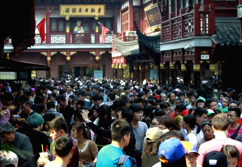 People visit the Yuyuan Garden in Shanghai, east China, May 1, 2014. Scenery spots of Shanghai attracted many tourists on Thursday, the first day of the three-day ...