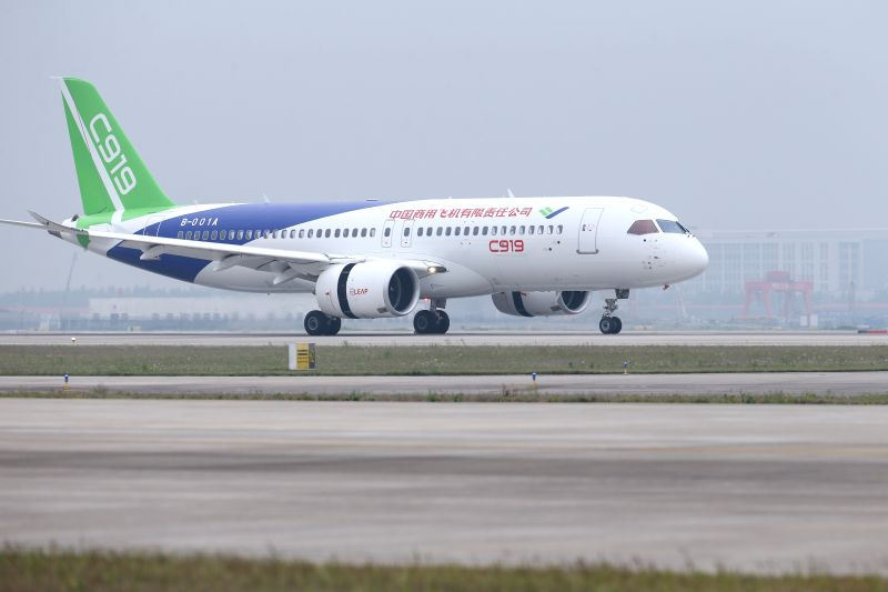 SHANGHAI, May 5, 2017 - China's homegrown large passenger plane C919 makes its maiden flight in Shanghai, east China, May 5, 2017. (Xinhua/Fang Zhe)