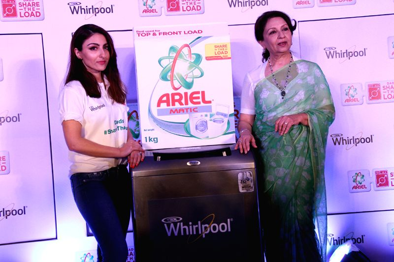 Sharmila Tagore with daughter Soha Ali Khan - Soha Ali Khan