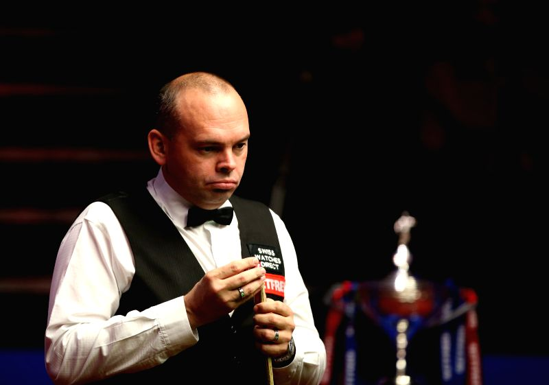 Stuart Bingham of England reacts during the third session of the final with Shaun Murphy at the 2015 World Snooker Championship at the Crucible Theatre in ...