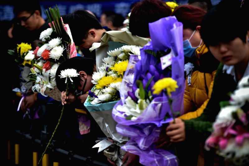 Fans hold flowers at the funeral of singer Yao Beina in Shenzhen, south China's Guangdong Province, Jan. 20, 2015. Yao died of breast cancer in Shenzhen on Jan. ...