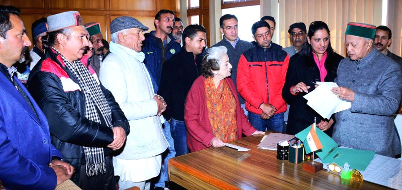 A delegation from Kotgarh led by Himachal Irrigation and Public Health Minister Vidya Stokes meets Himachal Pradesh Chief Minister Virbhadra Singh in Shimla, on Dec 31, 2014. - Vidya Stokes and Virbhadra Singh