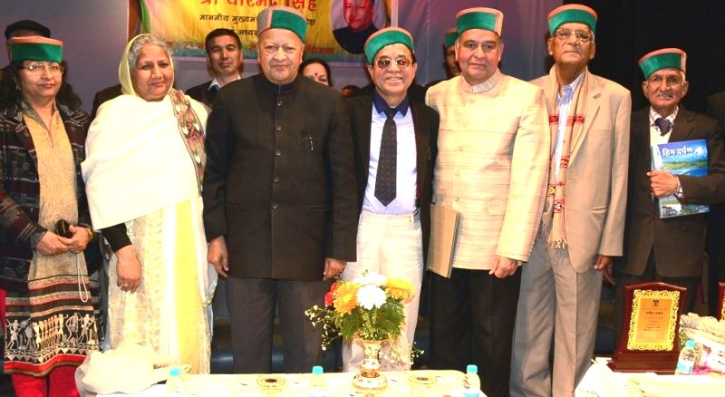 Himachal Pradesh Chief Minister Virbhadra Singh with the writers and poets who were felicitated during Sahitya Samman Samaroh organised in Shimla on March 23, 2015. - Virbhadra Singh