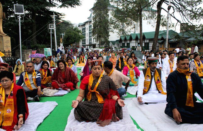 Union HRD Minister Smriti Irani participates in a yoga session along with people on the occasion of International Yoga Day at Chaura Maidan in Shimla on June 21, 2015. - Smriti Irani