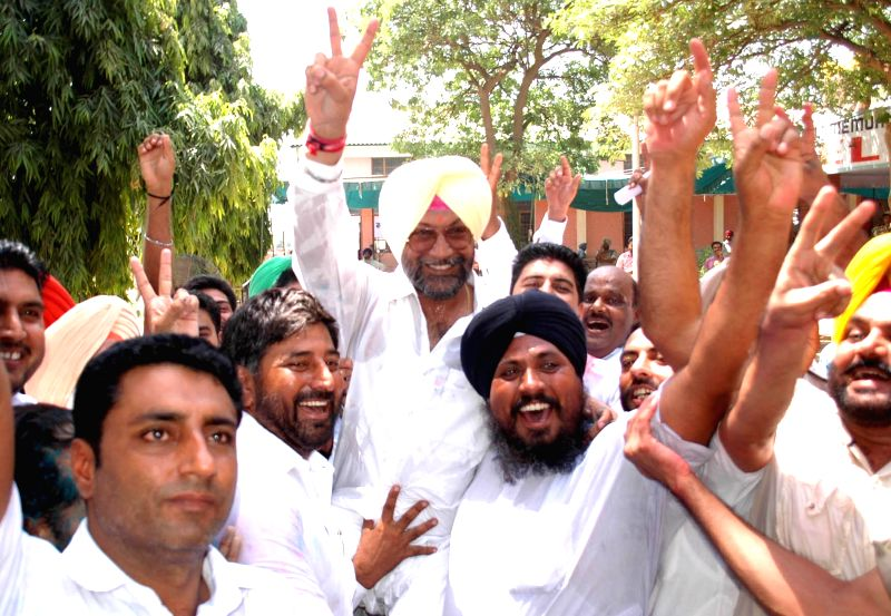 Shiromani Akali Dal (SAD) leader Jeet Mohinder Singh Sidhu celebrates his victory in Talwandi Sabo by-polls on Aug 25, 2014.