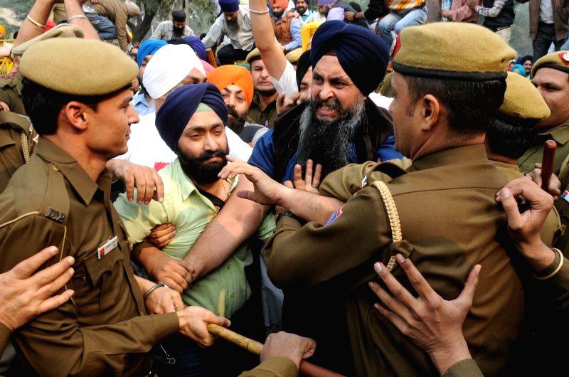 Shiromani Akali Dal (SAD) workers' stage a demonstration against Delhi Chief Minister Arvind Kejriwal in New Delhi, on Nov 27, 2015. - Arvind Kejriwal