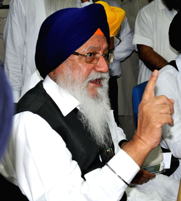 Shiromani Gurdwara Parbandhak Committee (SGPC) President Avtar Singh Makkar during a function where he handed over compensation cheques to family members of Indians abducted in Iraq in Amritsar on ... - Avtar Singh Makkar