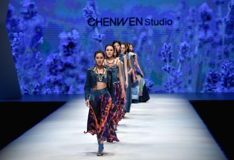 SHISHI, April 26, 2017 - Models present jeans wear by Chinese designer Chen Wen during the 2017 Shishi Fashion Week in Shishi City, southeast China's Fujian Province, April 25, 2017. (Xinhua/Song ...