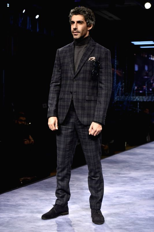 Showstopper Jim Sarbh looking dapper as he walked the ramp for premium menswear fashion brand SELECTED HOMME for their AW'18 collection