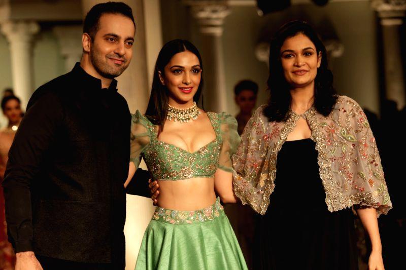 Showstopper Kiara Advani with designers Shyamal and Bhumika walks down the ramp, at India Couture Week 2018, in New Delhi, on July 29, 2018. - Kiara Advani