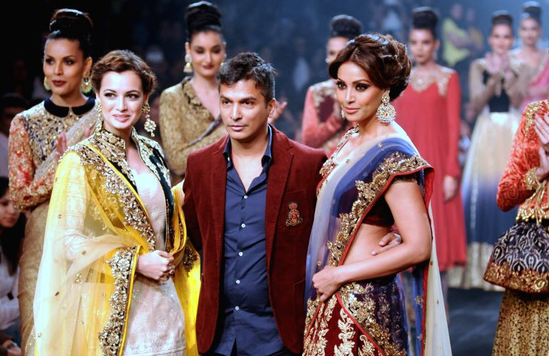 Showstoppers Dia Mirza and Bipasha Basu with designer Vikram Phadnis during his show at Lakme Fashion Week (LFW) Winter/ Festive 2014, in Mumbai, on Aug. 23, 2014. - Dia Mirza and Bipasha Basu
