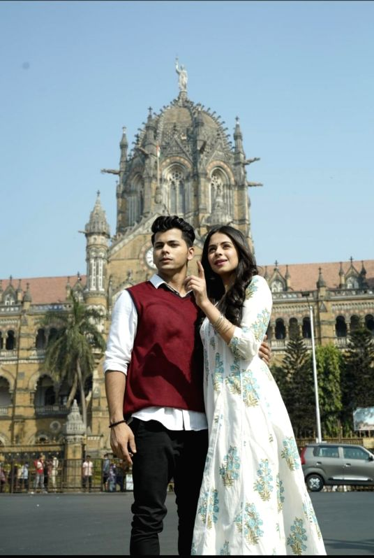 Siddharth Nigam, Rits Badiani appear in new romantic song 'Chup'.