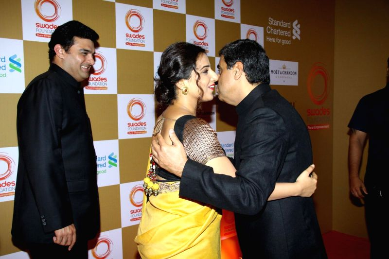 Siddharth Roy Kapoor, MD, The Walt Disney Company India, and his wife and actress Vidya Balan with Swades Foundation founder trustees Ronnie Screwvala during the launch of Van Heusen Spring Summer ... - Vidya Balan and Siddharth Roy Kapoor