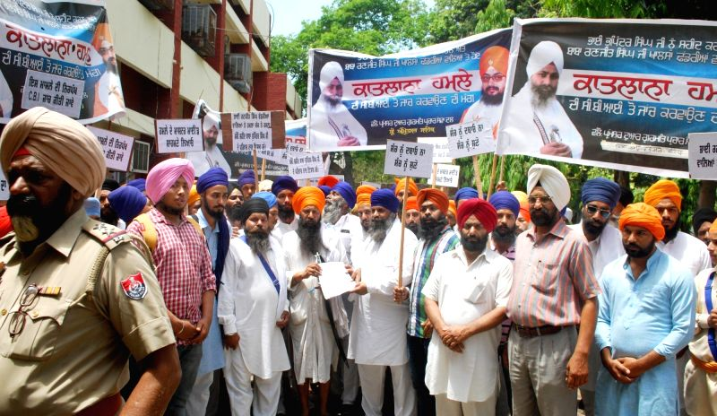 Sikhs stage a demonstration to demand probe in attack on Sikh preacher Ranjit Singh Dhadarianwale, in Amritsar, on May 30, 2016. - Ranjit Singh Dhadarianwale