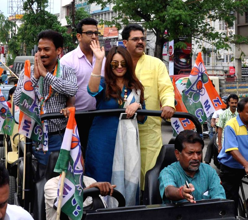 Actress Mahima Chaudhry campaigns for BJP ahead of Municipality polls in Siliguri  on April 22, 2015.