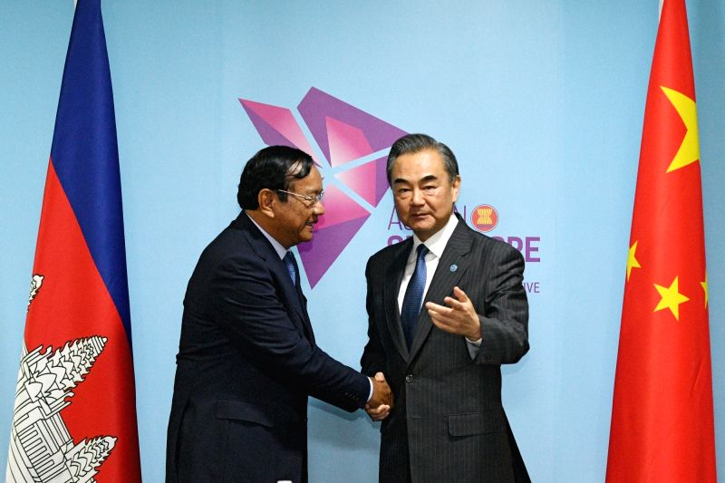 SINGAPORE, Aug. 1, 2018 - Chinese State Councilor and Foreign Minister Wang Yi (R) meets with Cambodian Foreign Minister Prak Sokhonn in Singapore, Aug. 1, 2018. - Wang Y