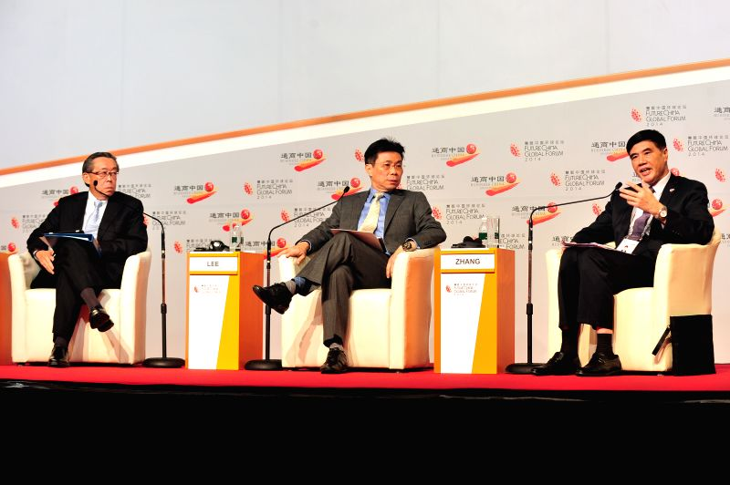 Lee Yi Shyan (C), Singapore's senior minister of state for trade and industry and national development, China Centre for International Economic Exchanges' ...