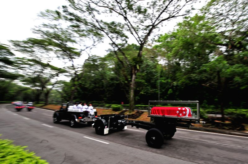 Photo taken on March 29, 2015 shows the coffin of Singapore's founding father Lee Kuan Yew travelling along Upper Thomson Road on its way to Mandai Crematorium ...
