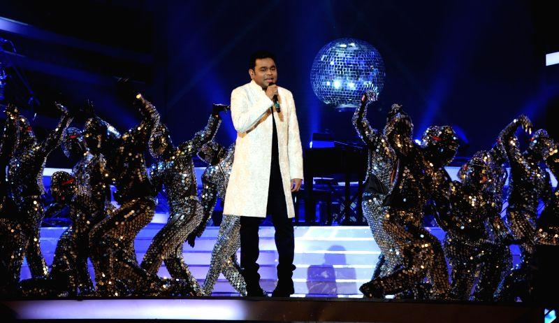 Singer and composer A R Rahman performs at the birthday celebrations of Samajwadi Party chief Mulayam Singh Yadav at Safai, Uttar Pradesh on Nov 22, 2015. - Mulayam Singh Yadav