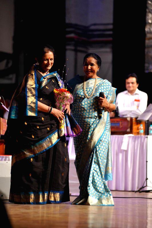 Singer Asha Bhosle during the 25th Master Dinanath Mangeshkar Awards in Mumbai on April 25, 2014.