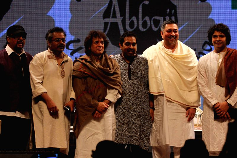 Singer Hariharan, Tabla maestro Ustad Zakir Hussain, Bollywood music composer and singer Shankar Mahadevan, Music director Ranjit Barot, flautist Rakesh Chaurasia and Mandolin player  during the ... - Ustad Allarakha Khan