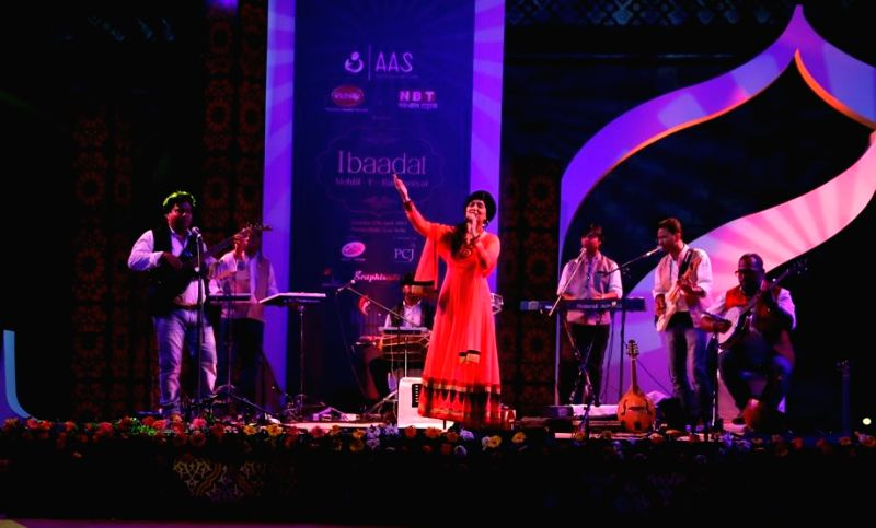 Singer Harshdeep Kaur performs during the 1st edition of 'Ibaadat' -Mehfil-e-Ruhaaniyat organised by 'AAS' - an NGO to support the cause of cervical cancer awareness, at Purana Quila in New Delhi. - Harshdeep Kaur